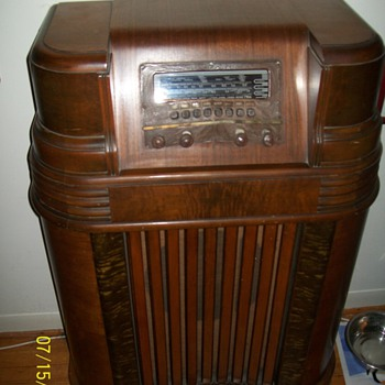 1941 Philco Radio - Radios