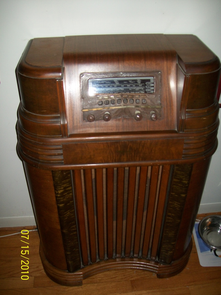 1253 1941 Philco Radio besides Zenith also 1930s Portable Radio moreover 231359631346 as well Vintage Old Radio. on tube radios 1940s
