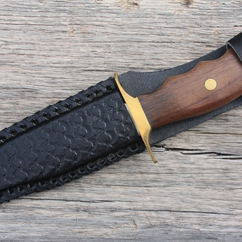 PAKISTANI-Made BOWIE-Style HUNTING KNIFE