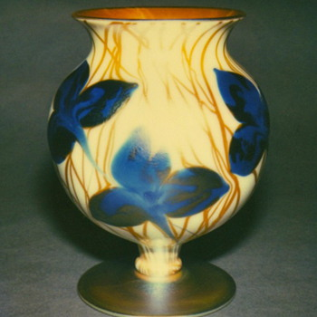 QUEZAL ART GLASS VASE, circa 1920 - Art Glass