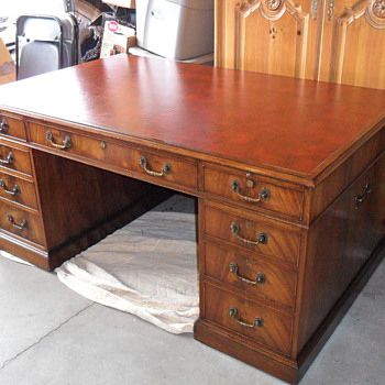 William B. Uihlein owned this Desk Schlitz Brewery - Furniture