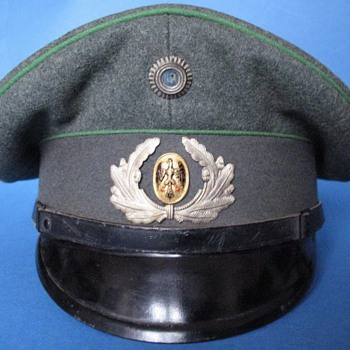 Visor cap (schirmmütze) of a Jäger NCO of the Weimar Republic