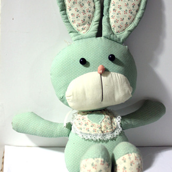 2 Old Stuffed Animals i Need Help Identifying - Dolls