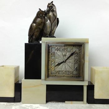 Original Leon Hatot ATO Art Deco Clock with Owl Finial and Matching Garnitures - Art Deco