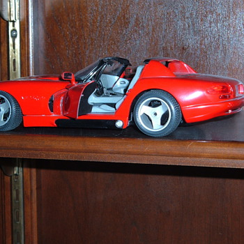 Some  die cast model cars....1:24 and 1:19 scale... - Model Cars