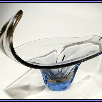 1962 - Skrdlovice Art Glass Bowl -------- Curl on the End ( Interesting Piece ) - Art Glass