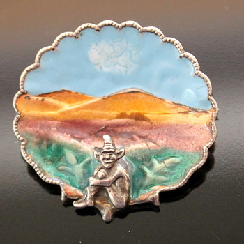 Two enamel brooches - who by? - Fine Jewelry