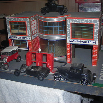 Art Deco styled service station with showroom for cars - Model Cars