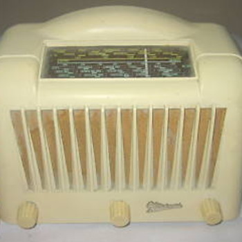 Marconi Valve radio with a bakelite casing