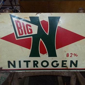 VINTAGE SIGN AND RACK - Petroliana