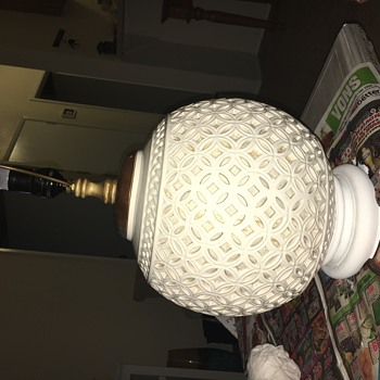 Wedding ring pattern sphere base lights up - Lamps