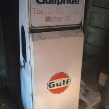 Gulf Oil Gas Station Dispensor, sign, and red can