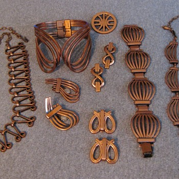 Group of curvy Renoir copper items - Costume Jewelry
