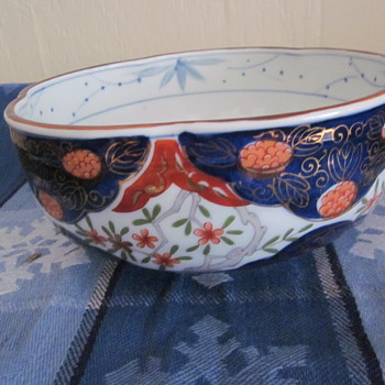 Japanese Imari ?? Possible 20 Century Serving,Fruit Bowl Unique Pattern and Markings