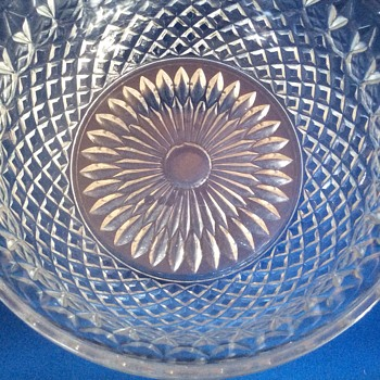Vintage cut glass large fruit bowl