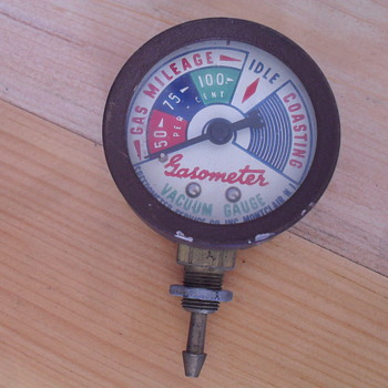 Small gasometer vacuum gauge. - Petroliana