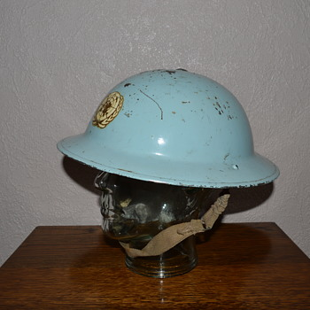 Early British United Nations helmet. - Military and Wartime