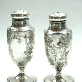 pair of american art nouveau silver salt and peper shakers - Art Nouveau