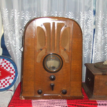 Radio & Record Player - Radios