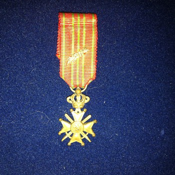 Miniature Belgian WWI Croix de guerre with bronze palm