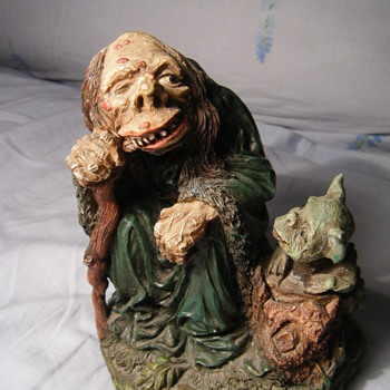 Hunchback Wise man + dwarf? dog ? resin figure?? WU 96 signed