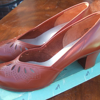 1955 Clarks pierced leather heels with original box and price of 49/9 (old uk shillings) - Shoes