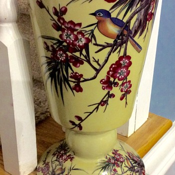 Lovely Barreveld NY Botanical garden vase