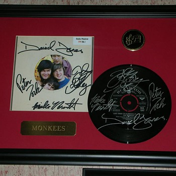 Last Train to Clarksville The Monkees Double Signed 45 Record & Sleeve