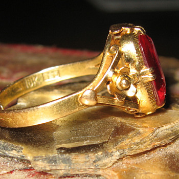18k ruby ring