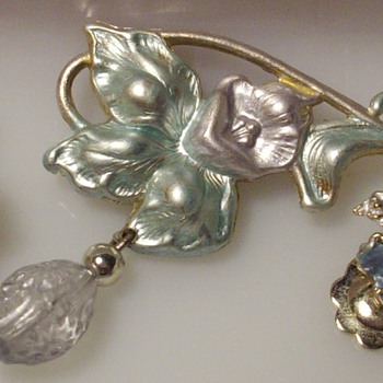 Vintage enameled floral married demi set. - Costume Jewelry