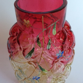 Victorian quilted ruby to yellow glass vase with painted decoration - Art Glass