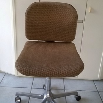 Circa 1970 Girsberger Switzerland Euro Office Chair Thrift Shop Find 5,00 Euro ($5.58)