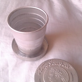 Vintage King George IV Old Scotch Whisky Collapsible Cup - Advertising
