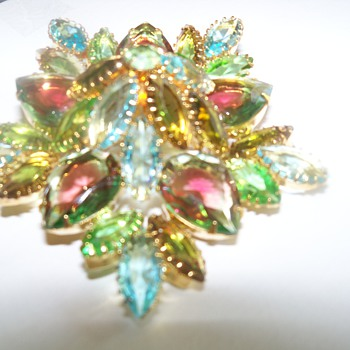 What type of brooches are these? Juliana? Watermelon glass? Czech?