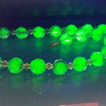 1930s bicolour faceted uranium glass necklace