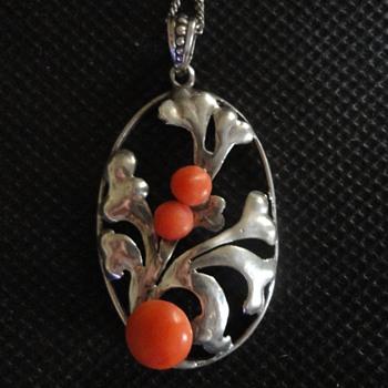 Jugendstil Silver & Coral pendant by Adolf Mayer, Frankfurt c. 1920 - Fine Jewelry