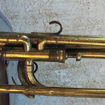 Does anyone know what year, model and kind of keyed trumpet this is?