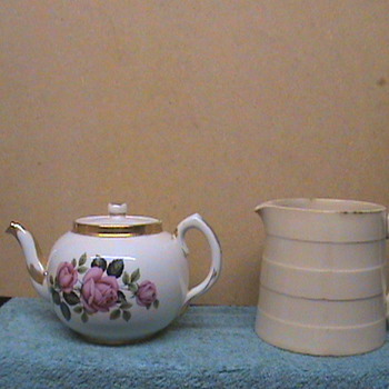 Carrigaline Teapot / Creamer - China and Dinnerware