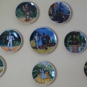 "Eight-Piece ""Wizard of Oz"" Plate Collection - Movies"