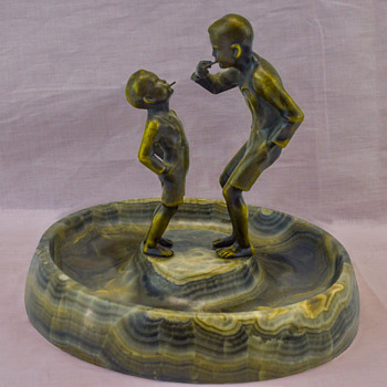 Marble Ashtray with Bronze Figures - Tobacciana