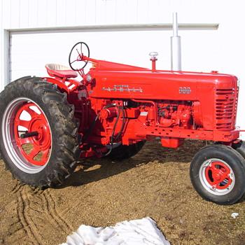 Boyceville FFA Farmall 300 - Tractors