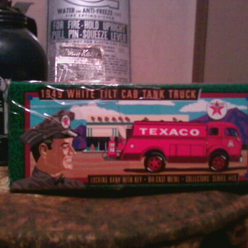 Texaco toy truck in original box - Model Cars