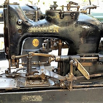 1922 or 23 Singer 71-30 industrial buttonholer - Sewing