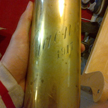 World war one shell casing. - Military and Wartime