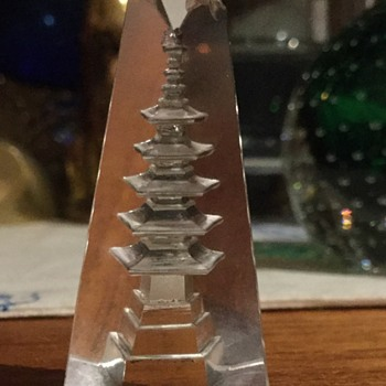 Hoya reverse cut obelisk Pagoda - Art Glass