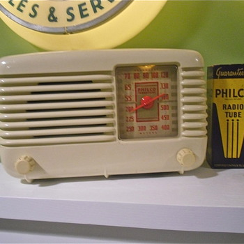 50s era Philco tabletop Bakelite radio that works great still - Radios