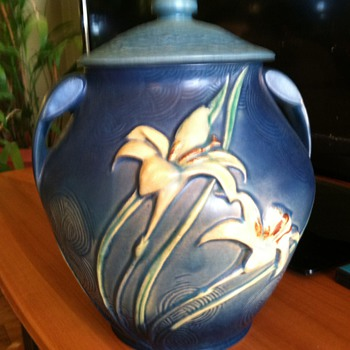 Roseville cookie jar