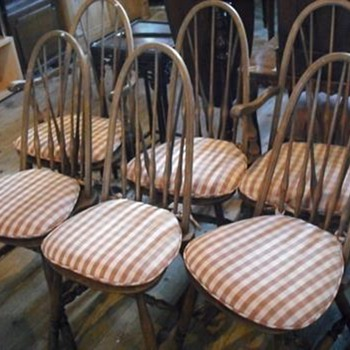 Fell in love with these really cute chairs at auction but can't find what make they are anywhere?