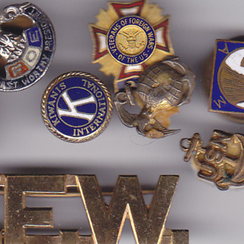 Old lapel pins ,VFW, Kiwanis Club, Navy. Marines ect