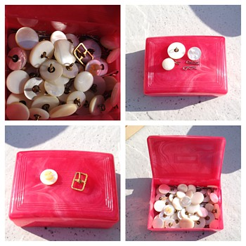Vintage Mother of Pearl ? Vintage Buttons Estate Find. Unknown  age.  - Sewing